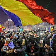 """Румуни поново на улици, Букурешт """"гори"""" у борби против корупције"""