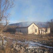 Мигранти запалили стару сеоску школу код Љубиња