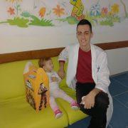 Студент медицине из Билеће обрадовао малишане на лијечењу у фочанској болници