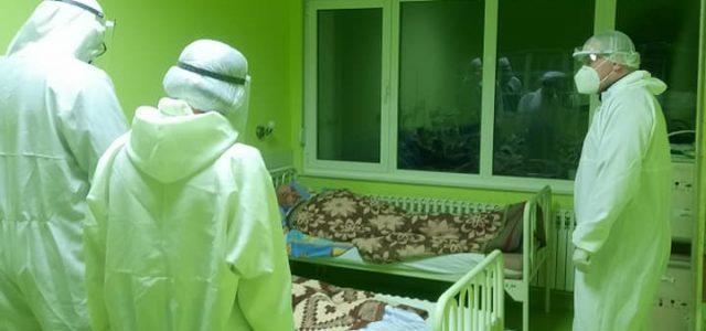 Владика Димитрије волонтира на ковид одјељењу у Требињској болници