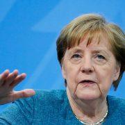 Меркел: Разматрамо независну куповину руске вакцине