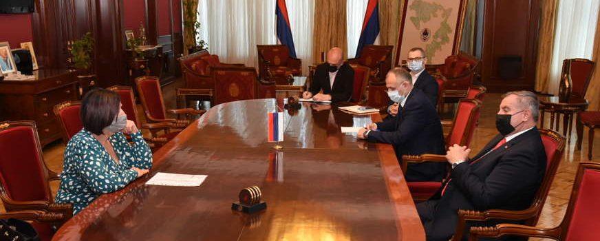 Ускоро и званични преговори: Вишковић и Мишићева разговарали о повећању плата у јулу