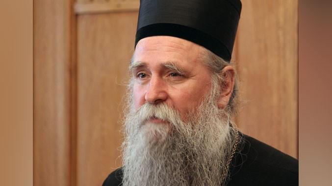 Апел владике Јоаникија: Не уносите телефоне у цркве