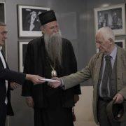 Бећковић уручио хуманитарни приход новоизабраном митрополиту црногорско-приморском Јоаникију